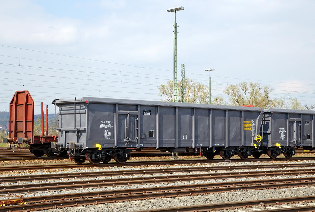 4-achsiger Drehgestellwagen mit Rolldach speziell für Tonerde, der ...