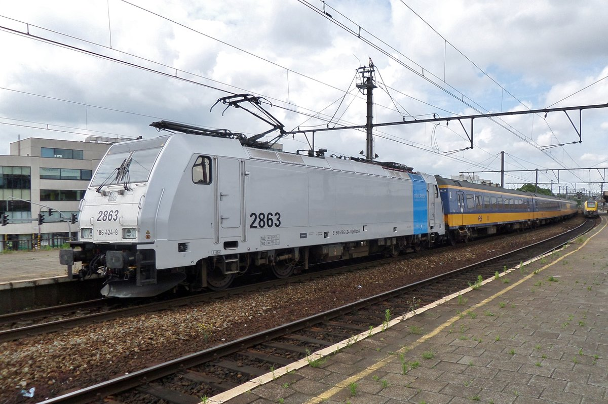 Am 16 November 2016 hält 186 424 in Antwerpen-Berchem.