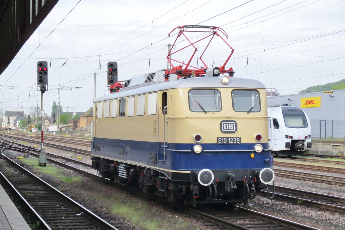 Am 29 April 2018 lauft E 10 1239 um in Trier.
