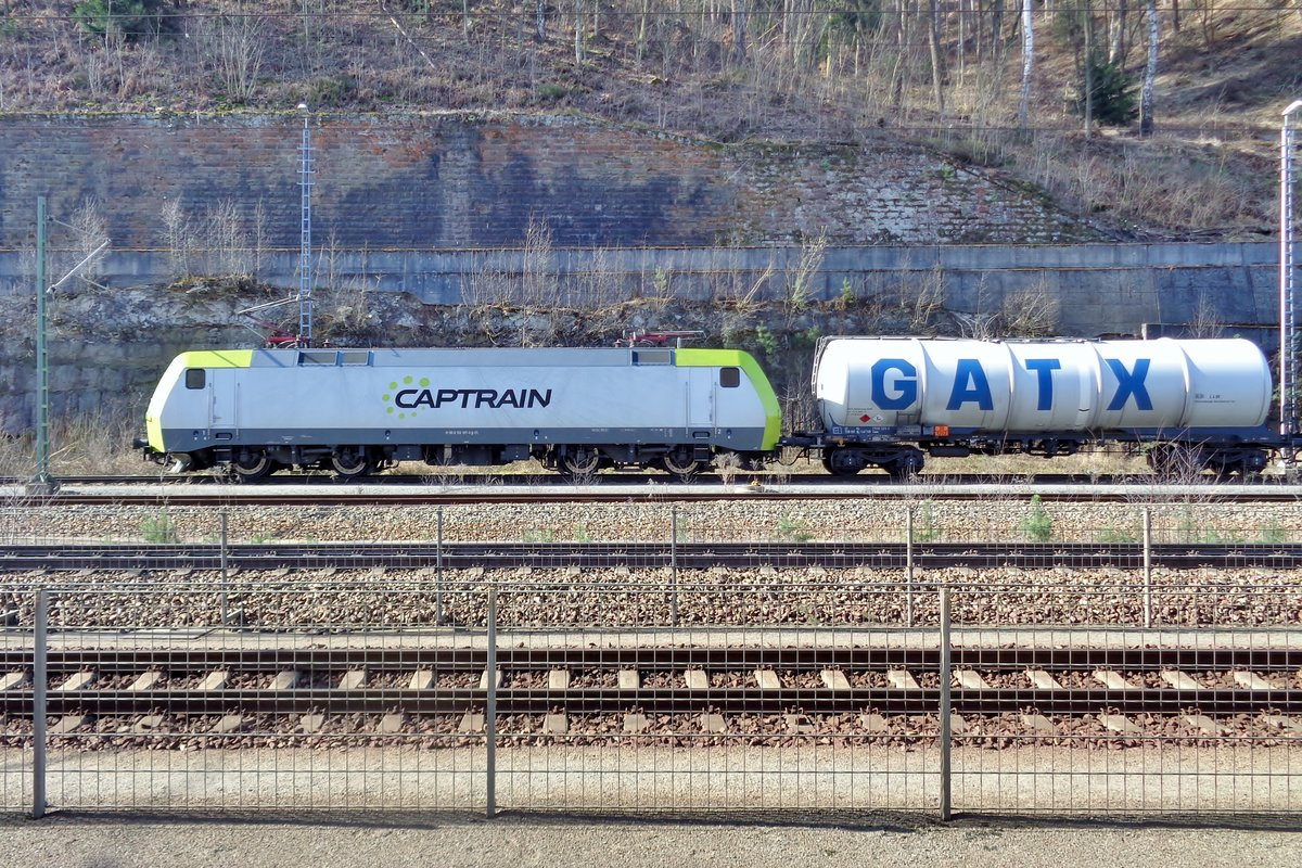 Captrain 152 197 ist am 9 April 2018 in Bad Schandau aungekommen.