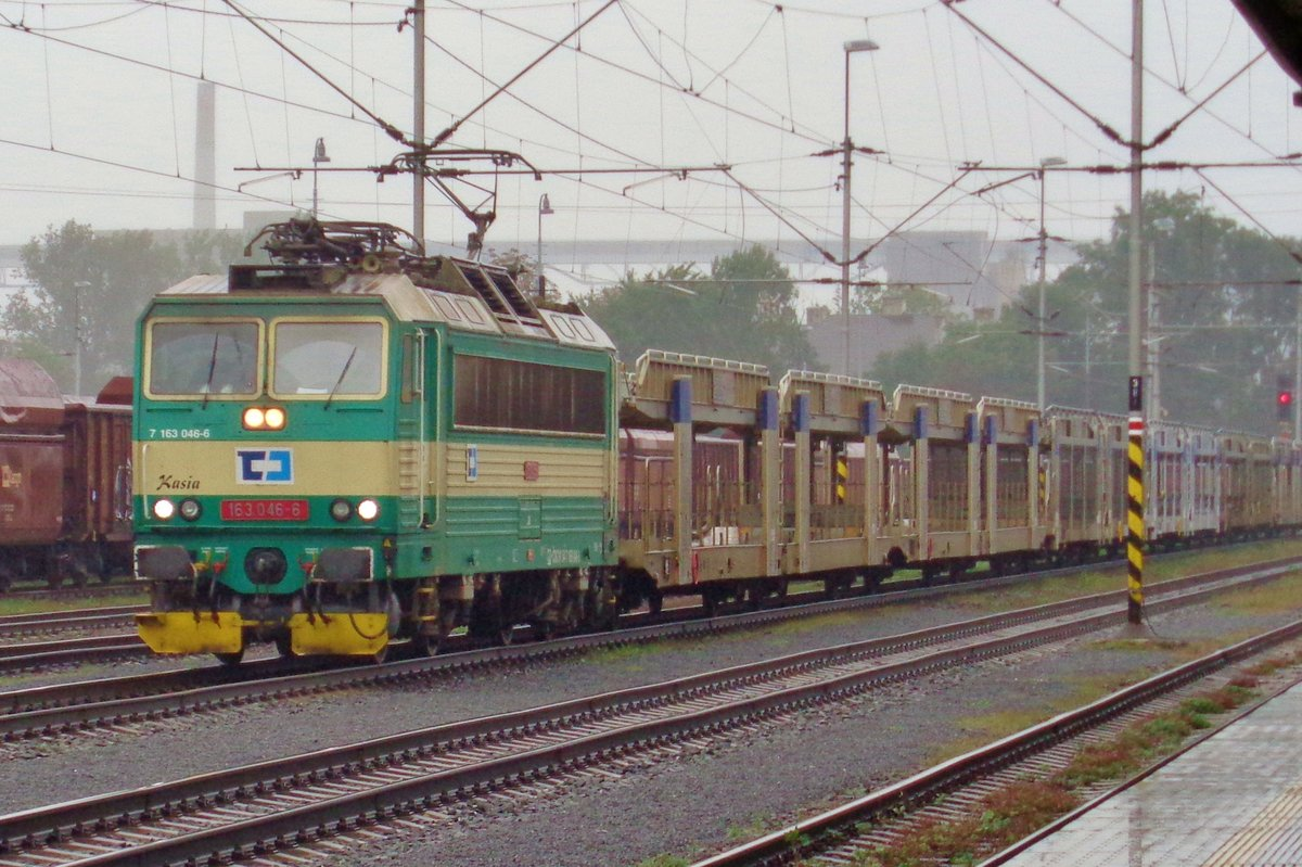 CD 163 046 trötzt den Regen in Ostrava hl.n. am 23 September 2017.