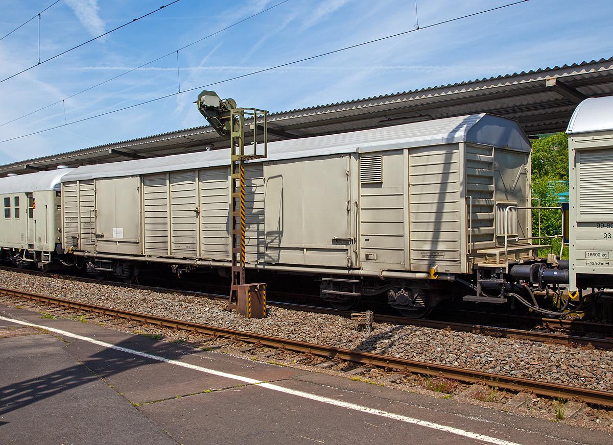 Der Gerätewagen 99 80 D-BAYER 9395 001-7 (ein Drehgestellwagen mit 4 ...