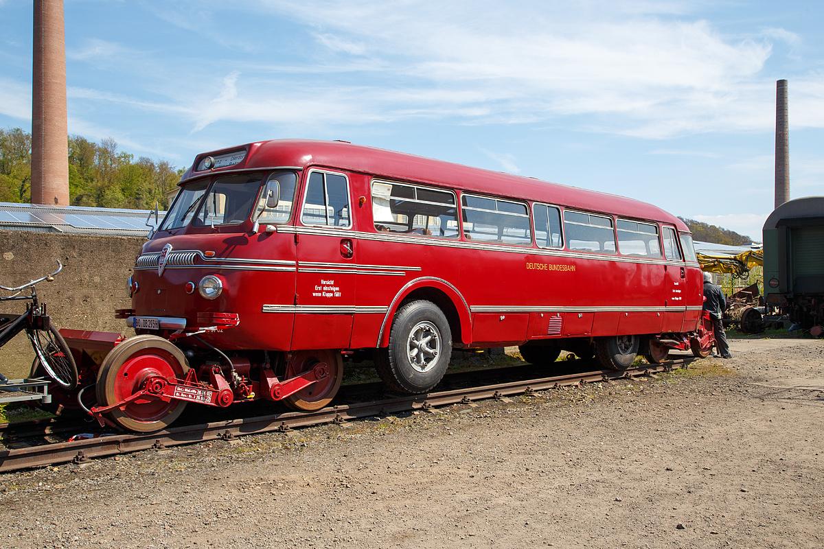 der schienen stra en omnibus auch kurz schi stra bus genannt ist ein zweiwegefahrzeug f. Black Bedroom Furniture Sets. Home Design Ideas
