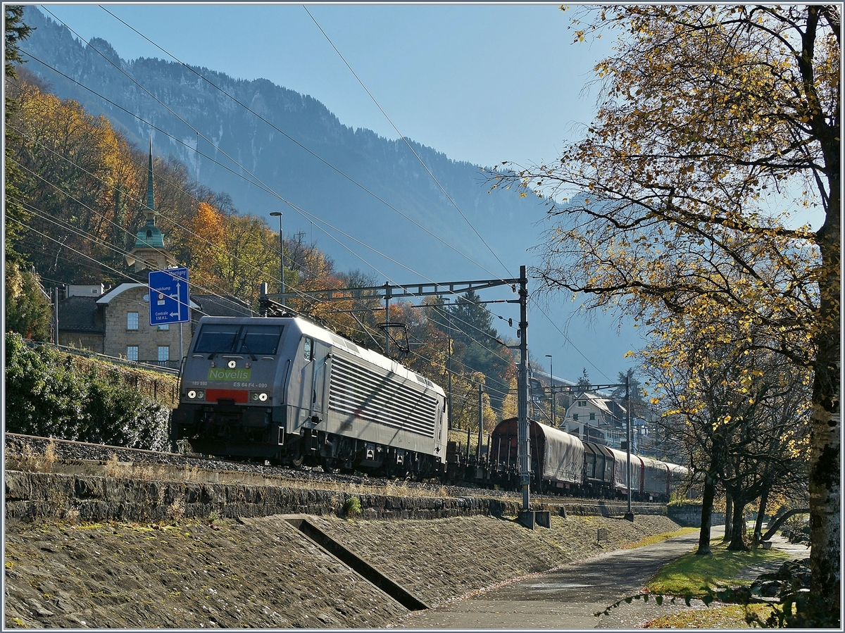 Die 189 990-5 (UIC 91 80 6189 990-5 D-Dispo Class 189-VE)  Göttingen  unterwegs für SBB Cargo International von Sierre nach Göttingen kurz nach Villeneuve.