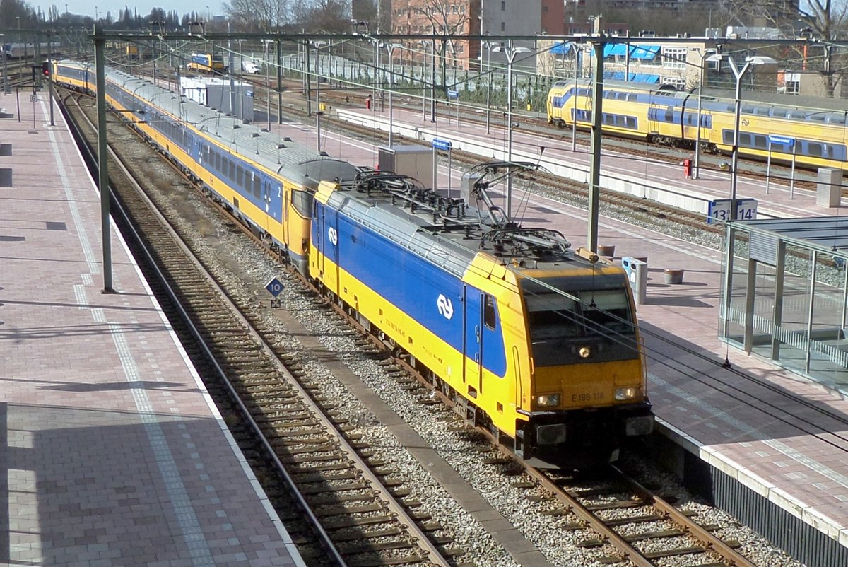 IC Direct kmit 186 118 treft am 26 März 2017 in Rotterdam centraal ein.
