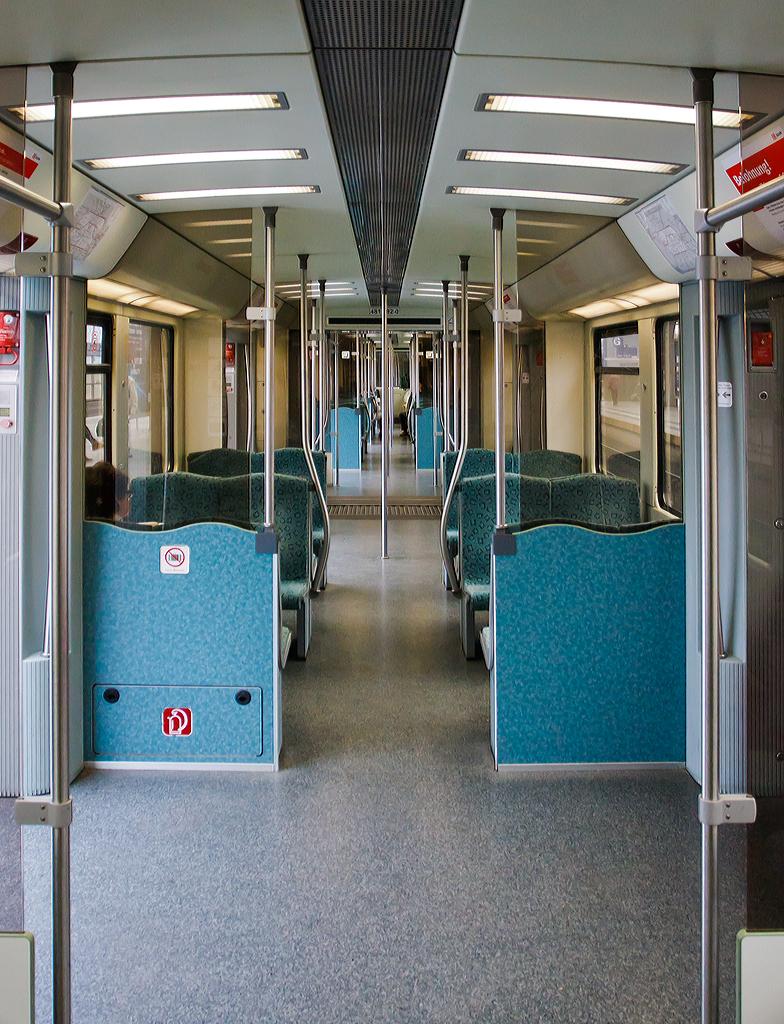 Innenraum von einem elektrischer s bahn triebzug der for Innenraum design berlin