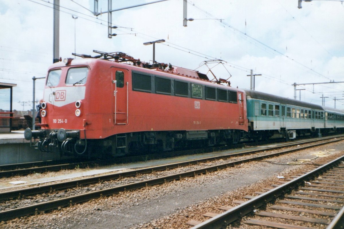 Kastenzehner 110 254 steht am 16 April 1998 in Venlo.