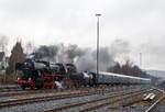 BR 52/531734/die-52-1360-8-bzw-52-360  Die 52 1360-8 bzw. 52 360  (90 80 0052 360-9 D-HEV) vom Verein zur Förderung des Eisenbahnmuseums Vienenburg e.V.  mit dem Dampfsonderzug der Eisenbahnfreunde Treysa e.V., am 11.12.2016 auf der Nikolausfahrt von Biedenkopf nach Erndtebrück, erreicht nun den Bahnhof Erndtebrück.  Die Lok wurde 1943 von August Borsig Lokomotiv-Werke in Berlin unter der Fabriknummer 15457 gebaut. Sie ist noch eine der letzten drei Altbau 52er mit Generalreparierten Kessel der DR.