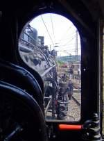 br-57-db-057-preuss-g-10/173949/blick-wie-ein-lokfuehrer-von-der Blick wie ein Lokführer von der 57 3088 (ex G10 6011 Halle) am 29.04.2007 im Südwestfälische Eisenbahnmuseum, Siegen.