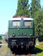 br-140-e-40/174353/die-e-40-128-am-14082010 Die E 40 128 am 14.08.2010 im Rheinischen Industriebahn- Museum (RIM) in Köln. Die Lok wurde 1959 von Krauss Maffei und elektr. von Siemens Schuckert Werke die z-Stellung erfolgte 01.04.2005.  Die Baureihe E 40 bezeichnet eine für die Deutsche Bundesbahn erstmals im Jahre 1957 gebaute Einheitselektrolokomotive für den Güterverkehr. Sie wird seit dem Jahr 1968 als Baureihe 140 und Baureihe 139 geführt und stellt als letzte Elektrolokomotive der Einheitslokomotiven im Güterzugdienst noch heute eine unverzichtbare Größe dar.