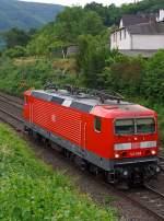 br-143-ex-dr-243/349366/die-143-568-4-der-db-regio  Die 143 568-4 der DB Regio AG, ex DR 243 568-3, fährt am 21.06.2014 als Lz (solo) durch Kattenes in Richtung Koblenz.   Die Lok wurde 1990 bei LEW  (Lokomotivbau Elektrotechnische Werke Hans Beimler Hennigsdorf) unter der Fabriknummer 18575 gebaut und als DR 243 568-3 an die Deutsche Reichsbahn geliefert. Da sie bereits 1991 an die DB vermietet wurde, erfolgte auch 1991 die Umzeichnung in 143 568-4.  Sie trägt die NVR-Nummer 91 80 6143 568-4 D-DB und die EBA-Nummer EBA 01C17A 568