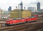 BR 181.2/530715/die-181-209-8-91-80-6181  Die 181 209-8 (91 80 6181 209-8 D-DB) und die 181 211-4 'Lorraine' (91 80 6181 211-4 D-DB) beide von der DB Fernverkehr AG stehen am 17.06.2016 in Frankfurt am Main. Das Bild konnte ich aus einem ICE heraus machen.