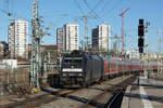 br-185-traxx-f140-ac1/530671/db-impressionen-des-bahnhofs-stuttgart-hbf DB: Impressionen des Bahnhofs Stuttgart Hbf vom 3. Dezember 2016. Foto: Walter Ruetsch