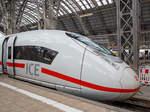 ice-3-br-407-velaro-d/530713/formstudie-des-siemens-velaro-d-ice3  Formstudie des Siemens Velaro D (ICE3 der BR 407), hier der Triebzug 704 (93 80 5 407 004-1 D-DB) als ICE 9556 nach Paris-Est im Hauptbahnhof Frankfurt am Main am 17.06.2016.