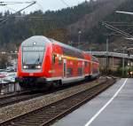 re-9-rhein-sieg-express/172131/der-re-9-rhein-sieg-express-siegen-koeln-aachen-kommt Der RE 9  (Rhein-Sieg-Express) Siegen-Köln-Aachen, kommt mit Doppelstockwagen-Steuerwagen Bauart DB pza 4.Gen. voraus von Siegen, hier am 17.12.2011 in Betzdorf/Sieg.