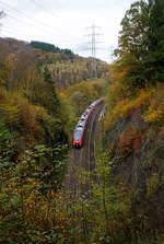 kbs-460-siegstrecke/585426/zwei-gekuppelte-4-teilige-tallent-2-der  Zwei gekuppelte 4-teilige Tallent 2 der DB Regio NRW fährt am 31.10.2017, als RE 9 (rsx - Rhein-Sieg-Express) Aachen - Köln - Siegen, durch Scheuerfeld/Sieg. Hier überqueren sie gerade die Sieg bevor es in den 32 m langen Mühlburg-Tunnel geht (wird auch Mühleberg-Tunnel genannt) und dann wieder über die Sieg geht.
