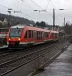 br-640-lint-27-2/173228/640-013-und-640-029-zwei 640 013 und  640 029 (zwei gekuppelte LINT 27) der 3-Länder-Bahn als RB 93 (Rothaarbahn) nach Bad Berleburg  am 23.12.2011 kurz vor der Einfahrt in den Bahnhof Kreutztal.