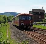 br-795-bis-798-etc-uerdinger-schienenbus/181251/schienenbus-vt-98-798-818-1-der Schienenbus (VT 98) 798 818-1 (der Pfalzbahn) mit Beiwagen (VB98) 998 880-9 kommt am 08.05.2011 von Herdorf, hier kurz vorm Bahnhof Betzdorf/Sieg. Die Oberhessischen Eisenbahnfreunde fuhren Sonderverkehr für die Hellertalbahn zwischen Herdorf und Betzdorf/Sieg.