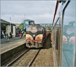 sonstiges/185416/unser-zug-nach-dublin-kreuzt-in Unser Zug nach Dublin kreuzt in Wicklow den Gegenzug nach Rosslaire.  (Analogbild ab Foto CD vom 23 April 2002)