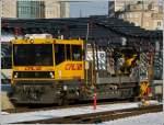 ROBEL IIF/184758/robel-iif-701-durchfaehrt-am-01022012 ROBEL IIF 701 durchfährt am 01.02.2012 den Bahnhof von Luxembourg. Dieses Fahrzeug wurde 2010 von der Firma ROBEL unter der Fabriknummer 54.22-0072 gebaut und am 25.10.2010 an die CFL ausgeliefert. Alle IIF wurden den Bedürfnissen der CFL angepasst (DB, ÖBB und SBB haben sehr ähnliche, aber nicht gleiche Fahrzeuge). (Jeanny)
