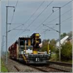 ROBEL IIF/184759/robel-iif-701-war-am-24102011 ROBEL IIF 701 war am 24.10.2011 mit 3 Güterwagen zwischen Mersch und Lintgen unterwegs. Das IFF 701 ist mit PR220C ausgerüstet, einem spezifischen Oberbaukran der Firma Palfinger mit 22 Meter-Tonnen. (Jeanny)