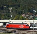 Re 460/181775/eine-sbb-re-460-mit-ic Eine SBB Re 460 mit IC, abgestellt am 30.09.2011 in Interlaken-Ost, aufgenommen aus fahrendem Zug.