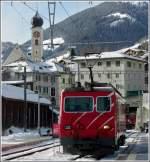 FO Furka-Oberalp-Bahn/173155/in-disentis-mustr-ist-lokwechsel-fuer-den In Disentis-Mustér ist Lokwechsel für den Glacier Express angesagt. Die RhB Ge 4/4 I 607 muss einer MGB HGe 4/4 II Platz machen, damit diese den Zug über die Zahnradabschnitte bis nach Zermatt ziehen kann. 26.12.2009 (Jeanny)