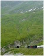 DFB Dampfbahn Furka Bergstrecke/172757/ein-kleiner-zug-in-einer-grandiosen Ein kleiner Zug in einer grandiosen Landschaft. Ein DFB Dampfzug wartet am 01.08.2008 an der Station Furka auf die Weiterfahrt durch den 1.874 m langen Furkascheiteltunnel, bevor er den Abstieg nach Gletsch in Angiff nimmt. (Jeanny)