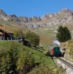 BRB Brienz Rothornbahn/175376/da-kommt-sie-endlich-die-kohle Da kommt sie endlich, die Kohle befeuerten BRB 6, diese H 2/3 ist Baujahr 1933 (2. Generation), am 01.010.2011 oberhalb der Station Planalb.