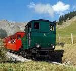 BRB Brienz Rothornbahn/175377/darauf-haben-stefan-und-ich-am Darauf haben Stefan und ich, am 01.010.2011 oberhalb der Station Planalb, gewartet: Die Kohle befeuerten BRB 6, diese H 2/3 ist Baujahr 1933 (2. Generation).