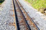 BRB Brienz Rothornbahn/532849/brienz-rothornbahn-neues-gleis-mit-dem  Brienz Rothornbahn: Neues Gleis mit dem Schienentyp S 49, Y-Schwelle, Schienenhalter mit Vossloh-Klemme und in der Mitte doppelte Zahnstangen vom System Abt , direkt oberhalb der Mittelstation Planalp, hier am 24.09.2016. Die Spurweite vom Gleis beträgt 800 mm, die Zahnteilung der Zahnstange beträgt 120 mm.