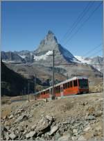 GGB Gornergrat Bahn/177680/ein-moderner-ggb-triebzug-auf-dem Ein moderner GGB Triebzug auf dem Weg zum Gornergrat vor der Kulisse des Matterhorns.  4. Okt. 2011