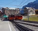 JB Jungfraubahn/174996/vor-der-kulisse-des-hotel-bellevue Vor der Kulisse des Hotel Bellevue des Alpes: Triebzug (2 gekuppelte BDhe 4/8) der Jungfraubahn vorne Triebwagen Nr. 214 hinten 211 verlässt am 02.10.2011 den Bf Kleine Scheidegg (2064 m. ü. M.), und fährt hinauf zum Jungfraujoch. Rechts abgestellt Dhe 2/4 Triebwagen Nr. 209 mit Steuerwagen Bt 33.