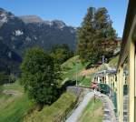 WAB Wengeralpbahn/174790/mit-der-laengsten-durchgehende-zahnradbahn-der Mit der längsten durchgehende Zahnradbahn der Welt, auch eine der schönsten, unterwegs: Mit einem Triebzug der Wengernalpbahn (WAB) am 02.10.2011 zwischen Lauterbrunnen und Kleine Scheidegg, hier kurz vor Wengen.