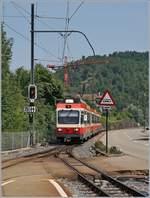 WB Waldenburgerbahn/586731/der-wb-bde-44-15-erreicht Der WB BDe 4/4 15 erreicht mit seine Zug nach Waldenburg den Bahnhof Oberdorf. 22. Juni 2017
