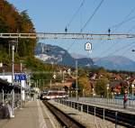 zb-zentralbahn/181988/ein-triebwagen-abe-130-001-1-ein Ein Triebwagen ABe 130 001-1 (ein  Stadler SPATZ = Schmalspur PAnorama TriebZug) der Zentralbahn als Regionalbahn nach Interlaken Ost, am 30.09.2011 (17:00 Uhr)bei der Einfahrt in den Bahnhof Brienz. Dieser Triebwagen (Typ ABe 4/8) Baujahr 2004, haben eine Spurweite von 1.000 mm und Höchstgeschwindigkeit von 100 km/h.